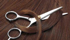 Braune Haare und Schere