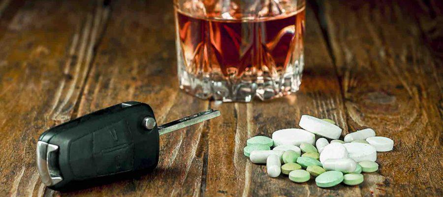 Autoschlüssel Tabletten Glas mit Getränk